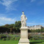 Statue_dans_le_Jardin_des_Tuileries_Paris_by_Emy_week-end en amoureuxà Paris