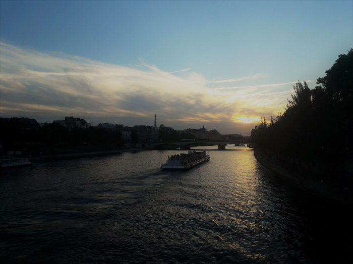 Sunset Seine river private tour guide by PARIS BY EMY
